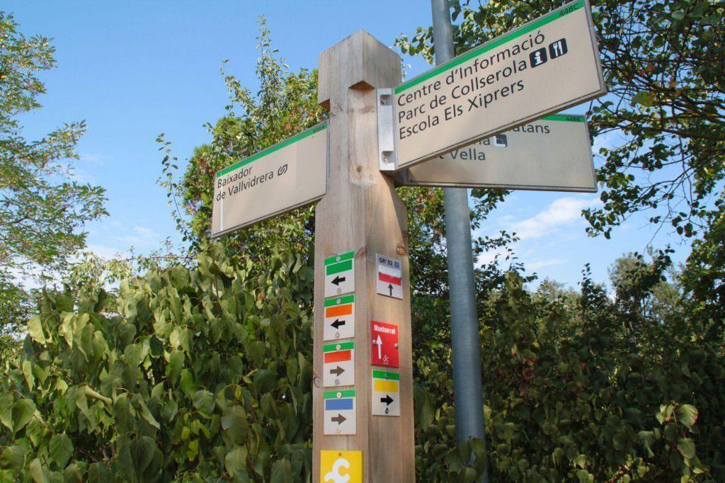 Parc de Collserola. Señales con itinerarios