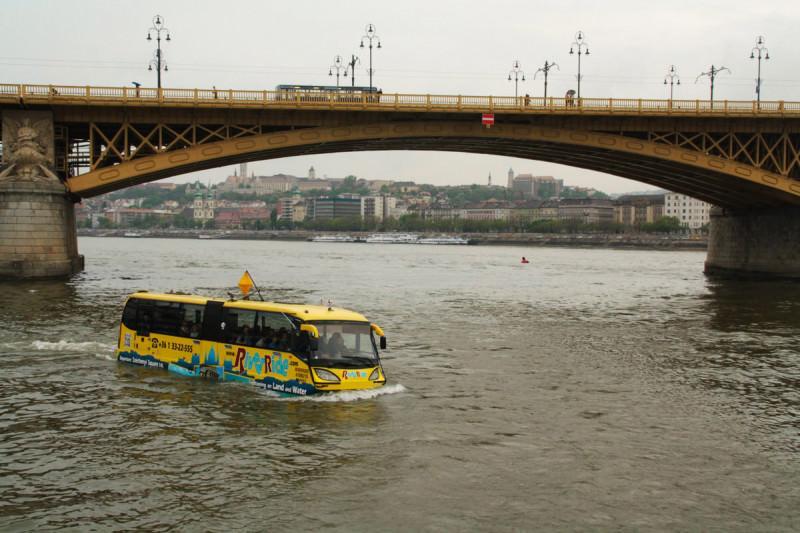 Barco anfibio en Budapest