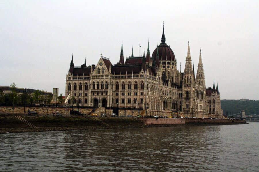 Parlamento de Buadapest. El viaje me hizo a mí. Viaja por tu cuenta