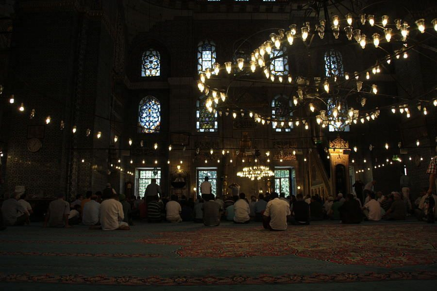 Interior de la mezquita Yeni Mosque de Estambul. Las mezquitas de Estambul. Turquía. El viaje me hizo a mi. Blog de viajes
