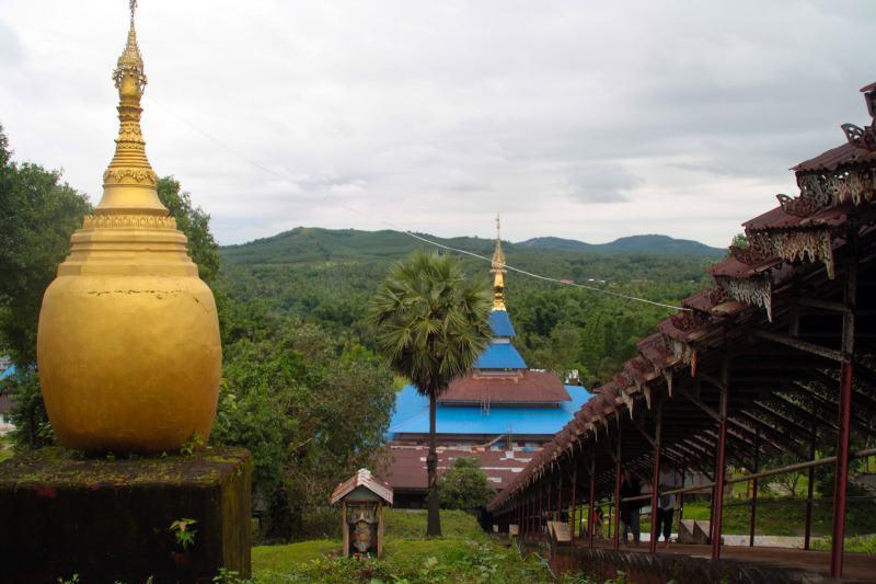 Pagoda en lo alto de la isla