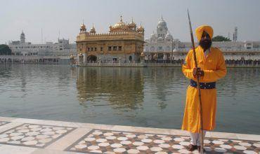 Guardián del Templo Dorado. Golden Temple. Amritsar. El viaje me hizo a mí. Blog de viajes