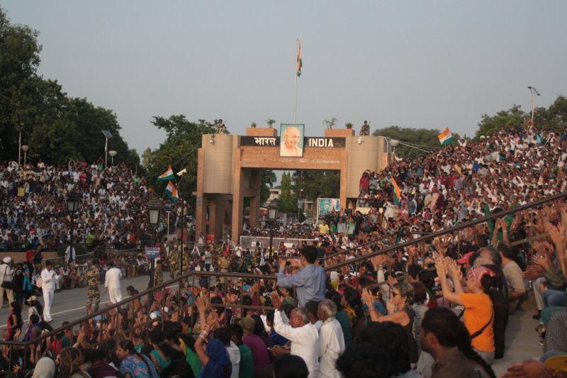 Lado hindú de la frontera. Frontera entre India y Pakistan. El viaje me hizo a mi. Blog de viajes