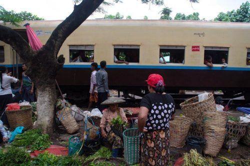El tren circular de Yangón: visitando los alrededores