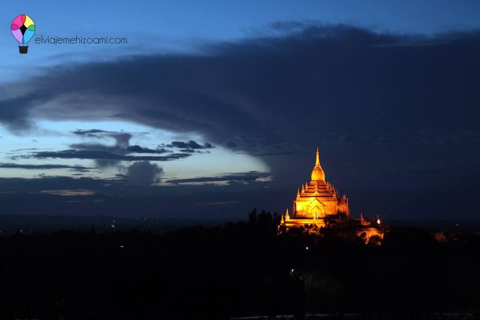 Anochecer en Bagán
