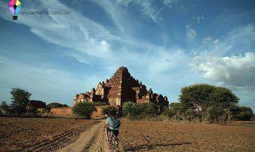 Jose con la bici en los Templos de Bagán. Myanmar. El viaje me hizo a mí