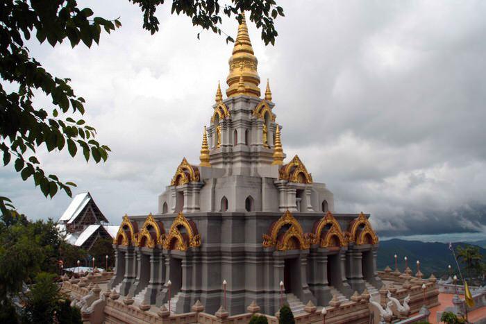Pagoda de Mae Salong en lo alto de una colina. El viaje me hizo a mi. Tailandia. Blog de viajes