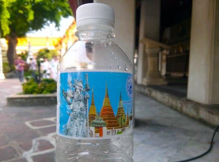 Agua embotellada en Bangkok. Salud viajera. El viaje me hizo a mí. Blog de viajes