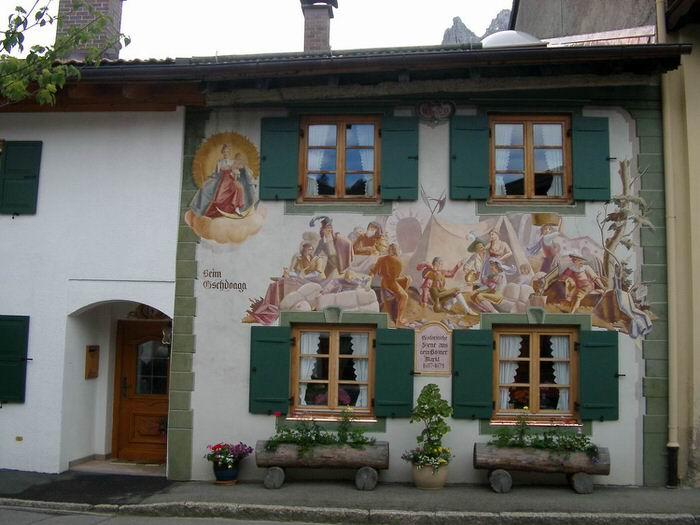 Una fachada de Mittenwald