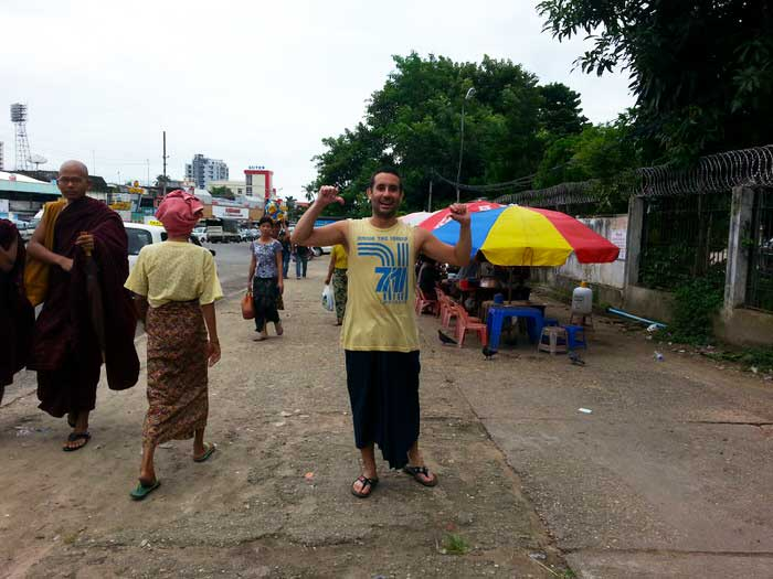 Jose con su falda birmana