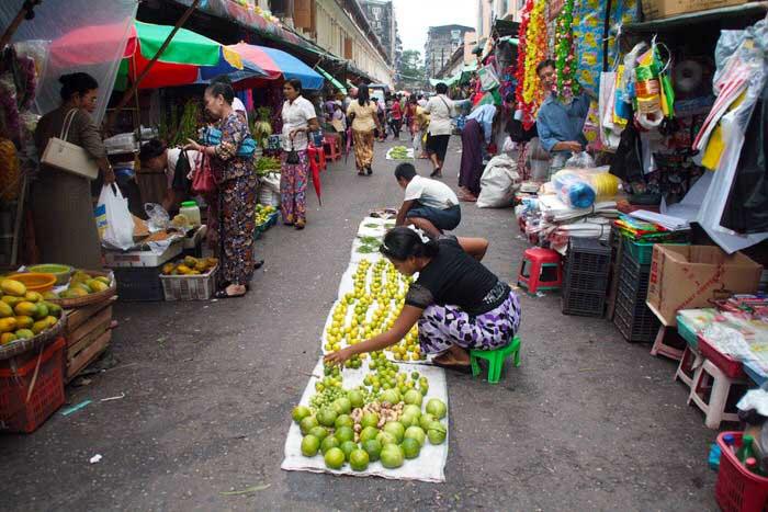Mercado en el centro de Yangón