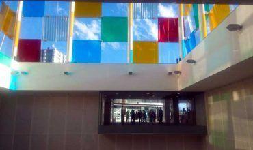 Interior del Centre Pompidou. El cubo de colores. Málaga. El viaje me hizo a mí. Blog de viajes