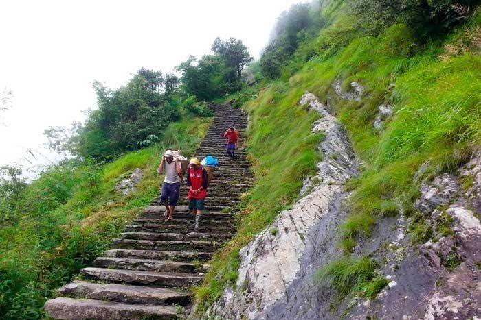 Porteadores que encuentras en Nepal