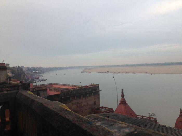 Vista del Ganges en Varanasi