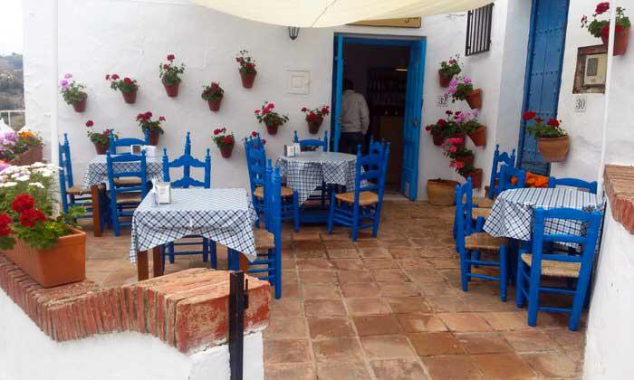 Restaurante en Frigiliana. Málaga. El viaje me hizo a mí. Blog de viajes