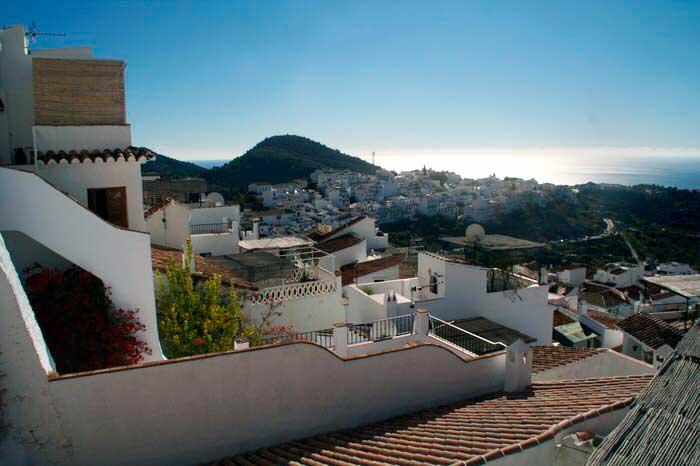 Vista desde lo alto del pueblo. Frigiliana. El viaje me hizo a mí. Blog de viajes