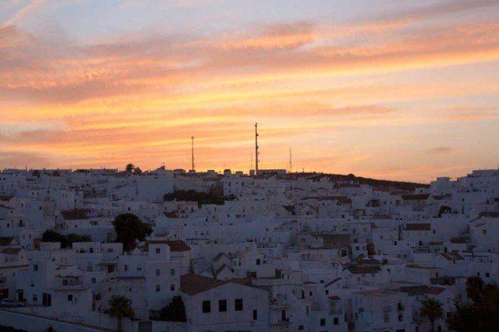 Atardecer en Vejer, con sus casas encaladas. El viaje me hizo a mí. Blog de viajes. Tarifa. Andalucía