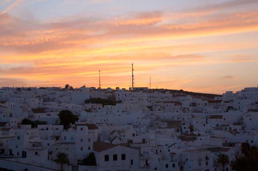 Atardecer en Vejer, con sus casas encaladas. Costa de Cádiz. El viaje me hizo a mí. Blog de viajes. Tarifa. Andalucía