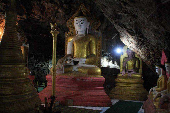 Buda en la cueva