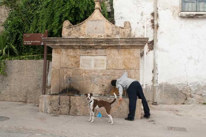 Fuente en Válor. Granada. Andalucía. El viaje me hizo a mí. Blog de viajes