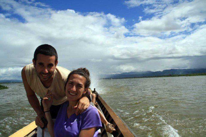 lancha que nos lleva por el lago Inle