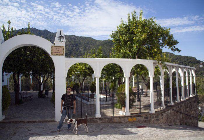Plaza Andalucia en Benamahoma. Sierra de Grazalema. Treking Rio Majaceite. Cadiz. El viaje me hizo a mi. Blog de viajes