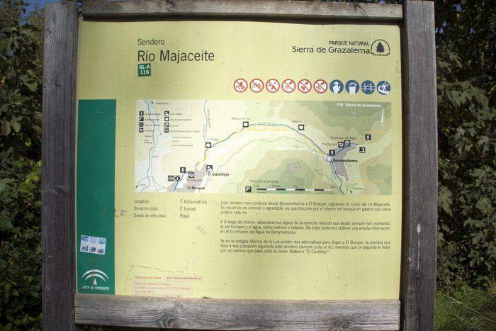 Carteles informativos. Sierra de Grazalema. Treking Rio Majaceite. Cadiz. El viaje me hizo a mi. Blog de viajes