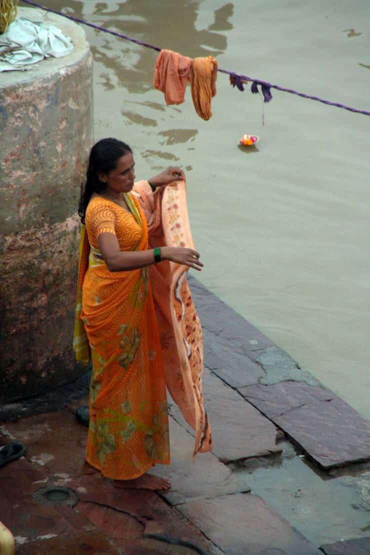 Mujer en el Ganges