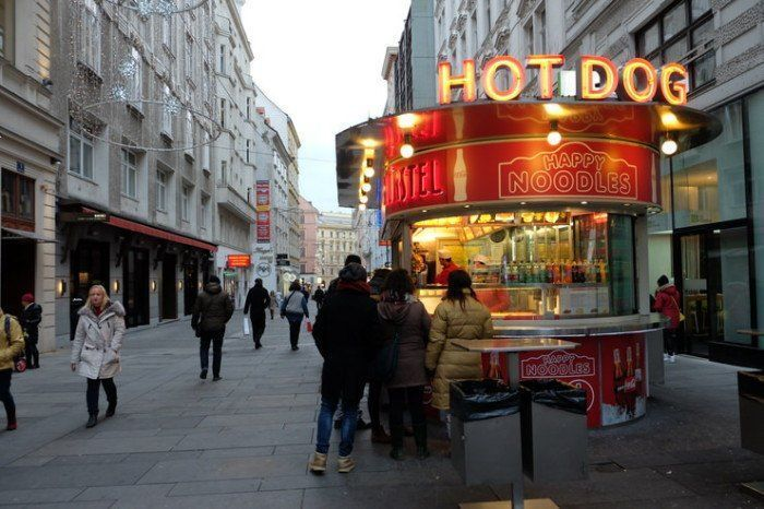 Puestos de comida rapida en las calles de Viena. El viaje me hizo a mi. Blog de viajes. Consejos para ahorrar