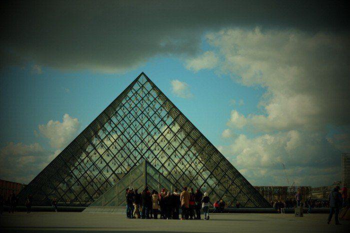 Aquí paramos un rato. En el Museo del Louvre. El viaje me hizo a mi. Blog de viajes. Viajar en pareja