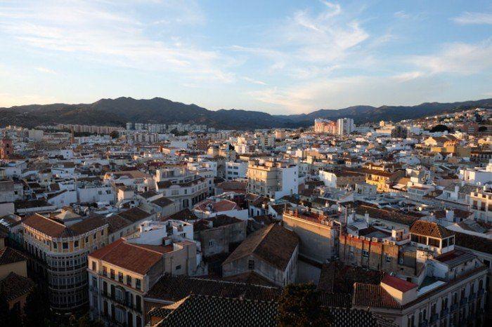 Vista de Málaga desde las cubiertas.