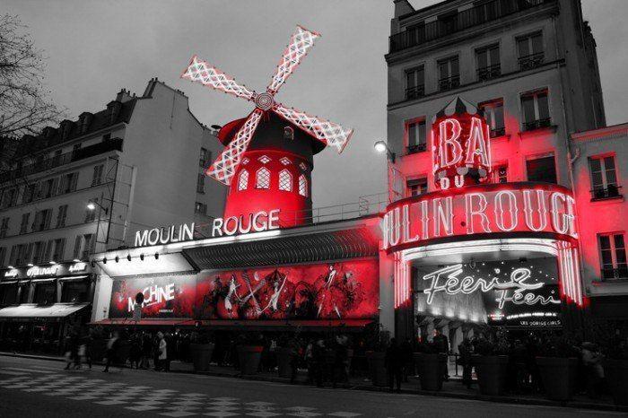 Moulin Rouge de noche. Paris. El viaje me hizo a mi. Blog de viajes. Viajar en pareja