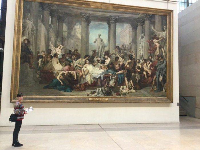 Gloria en el Museo de Orsay. El viaje me hizo a mi. Viajar en pareja. Paris. Blog de viajes