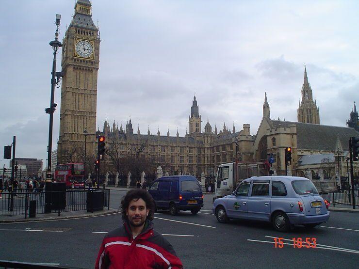 Jose en Londres en 2004. El viaje me hizo a mi. Viaja por tu cuenta