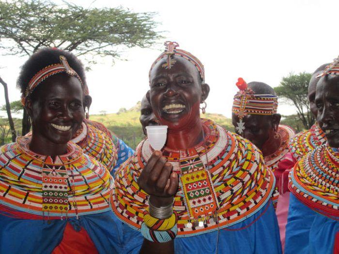 Mujeres africanas con su copa menstrual