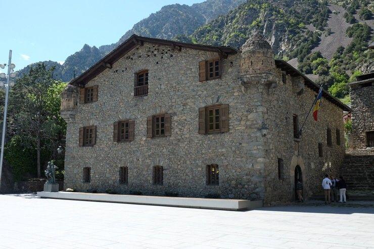 Casa de la Vall. El viaje me hizo a mi. Viaja por tu cuenta