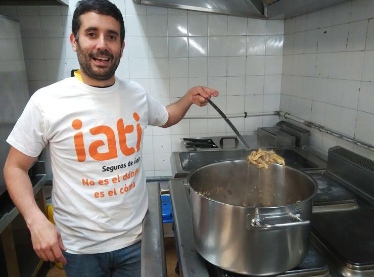 Preparando la salsa en la Ruta Gourmet