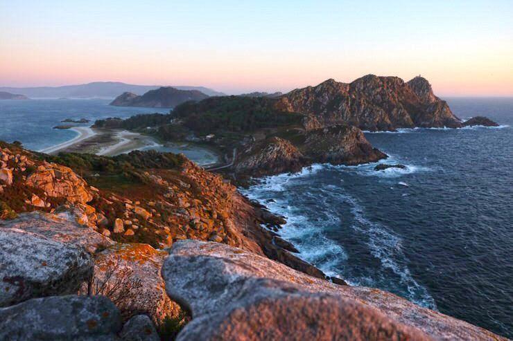 atardecer-en-islas-cies-visita-las-islas-cies-galicia-el-viaje-me-hizo-a-mi-blog-de-viajes