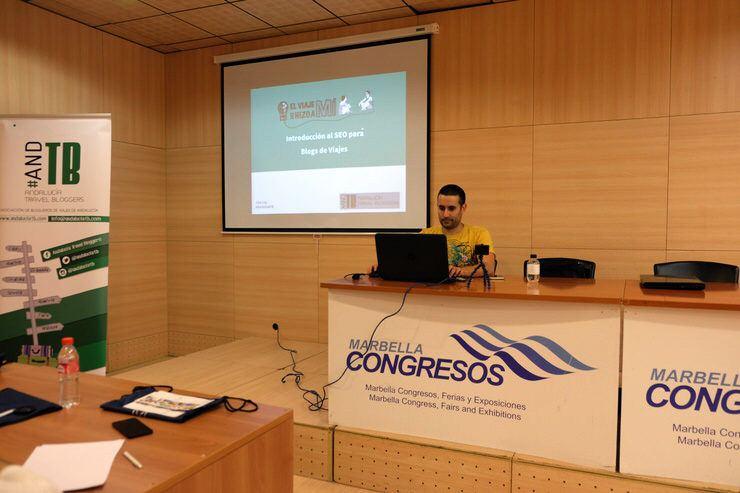 Jose en la charla de Introducción al SEO