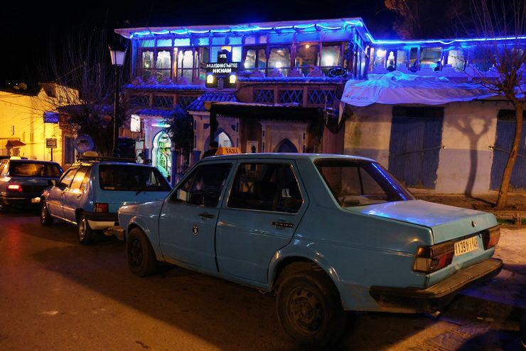 Taxi azul en Chaouen