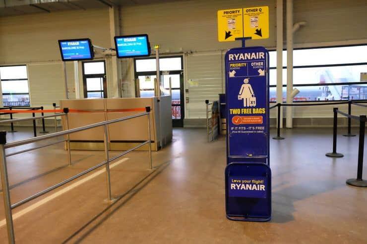 medir las maletas en el aeropuerto