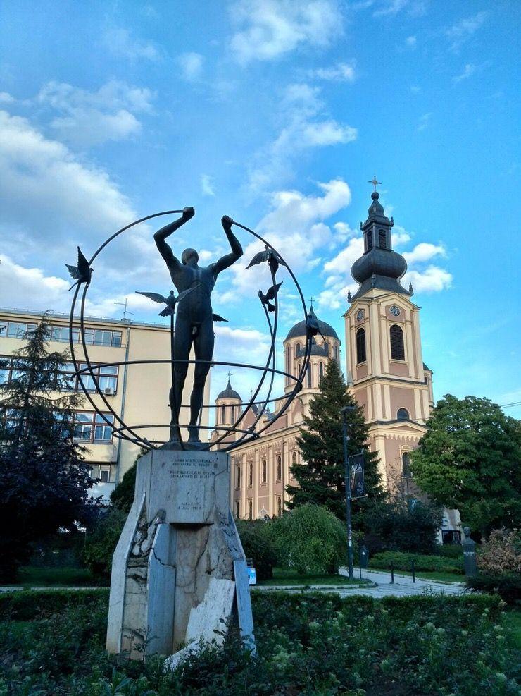 Monumento en el centro de Sarajevo