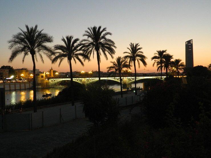Atrdecer en el río Guadalquivir