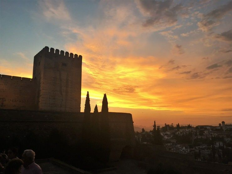 La Alhambra de Granada al atardecer