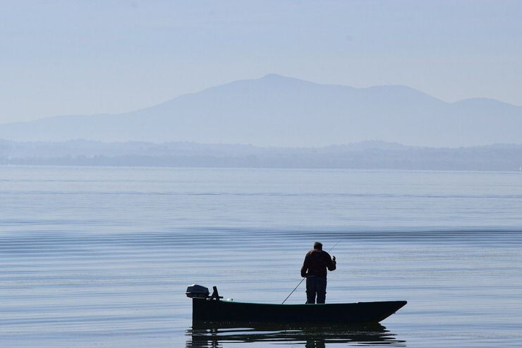 Barca en el Lago Trasimeno
