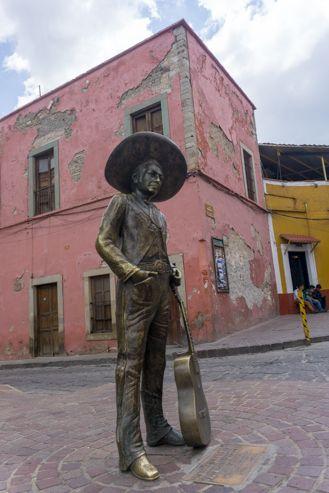 Estatua de Jorge Negrete