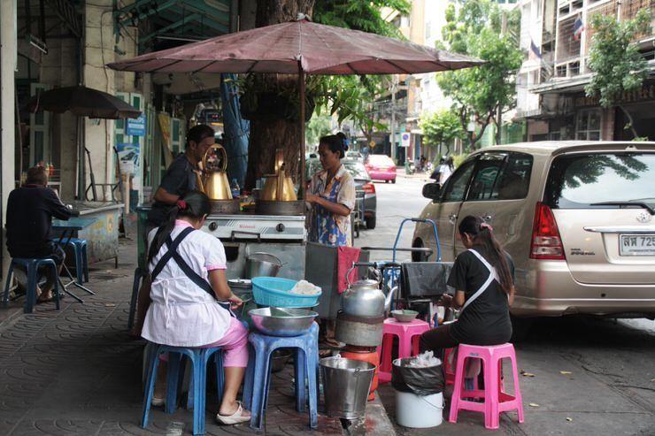 Comer en la calle en Tailandia