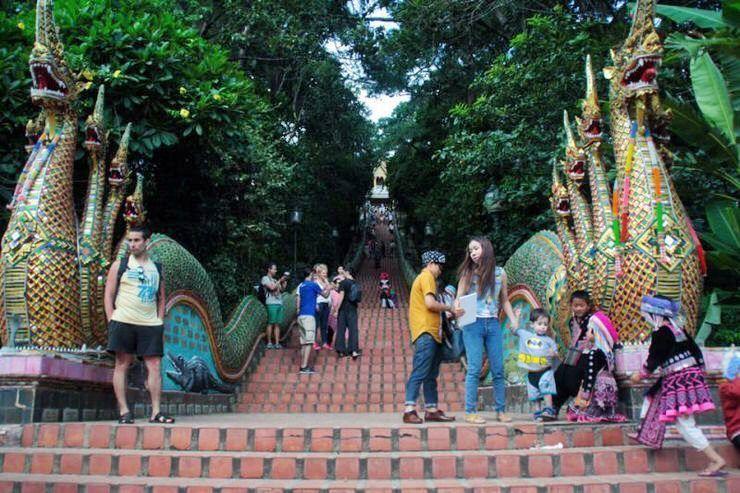 360 escaleras al Templo de Doi Suthep