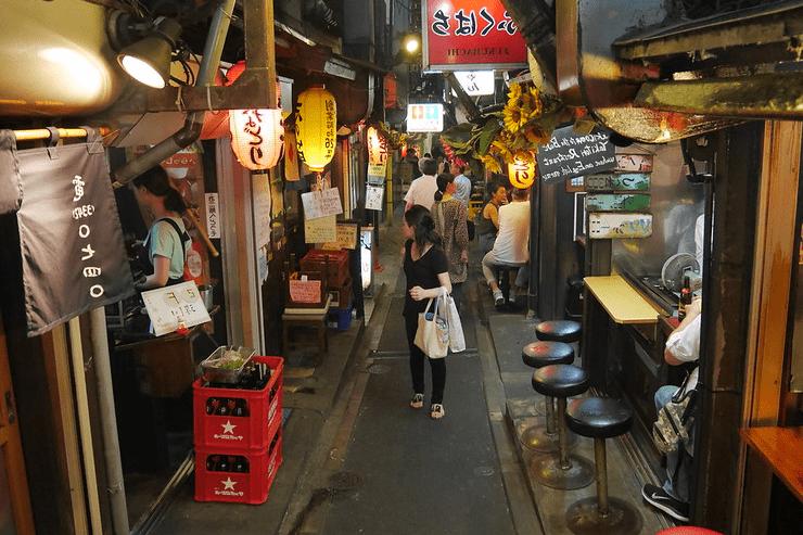 qué hacer en Shinjuku de noche