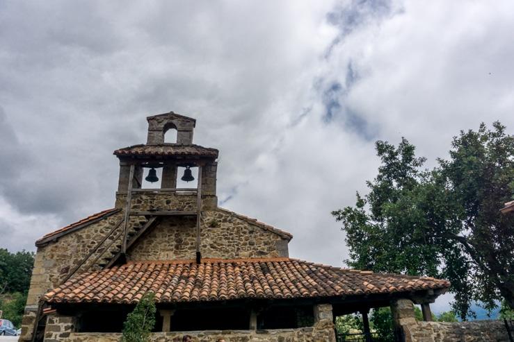 Qué ver en Mogrovejo, la iglesia